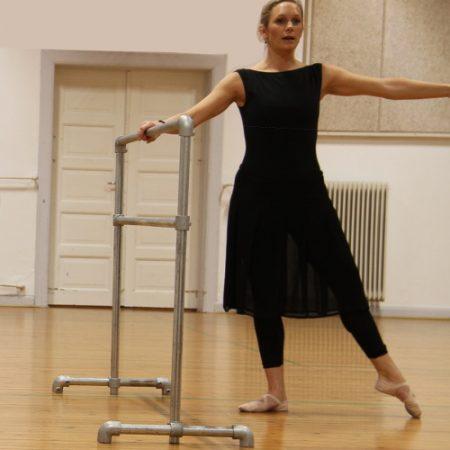 Træning ved barre hjælper med balancen, mens man udfører øvelserne teknisk korrekt.